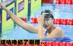 多游一圈的女孩儿最终夺冠!女泳新贵王简嘉禾只有16岁